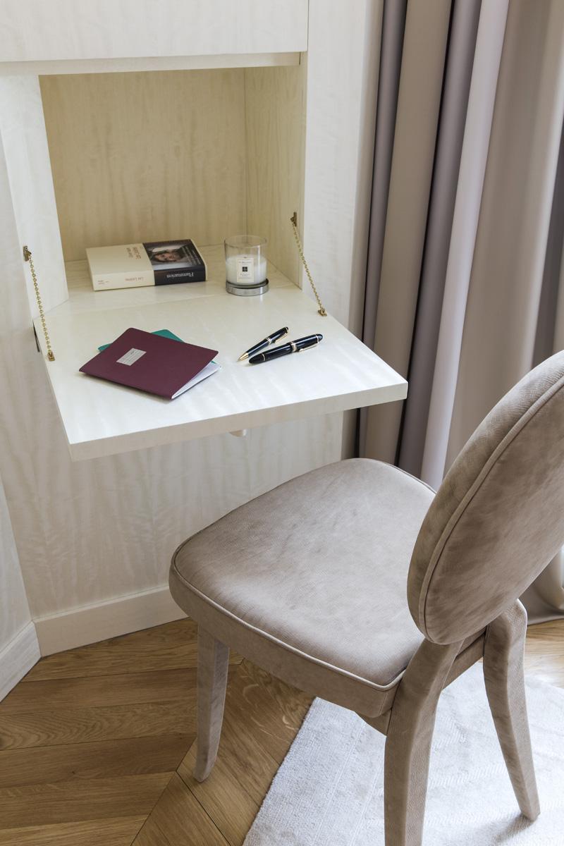 Откидной маленький стол