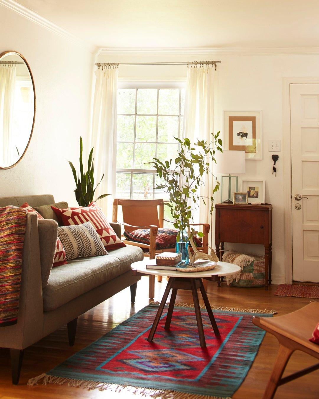 Небольшой килим в гостиной