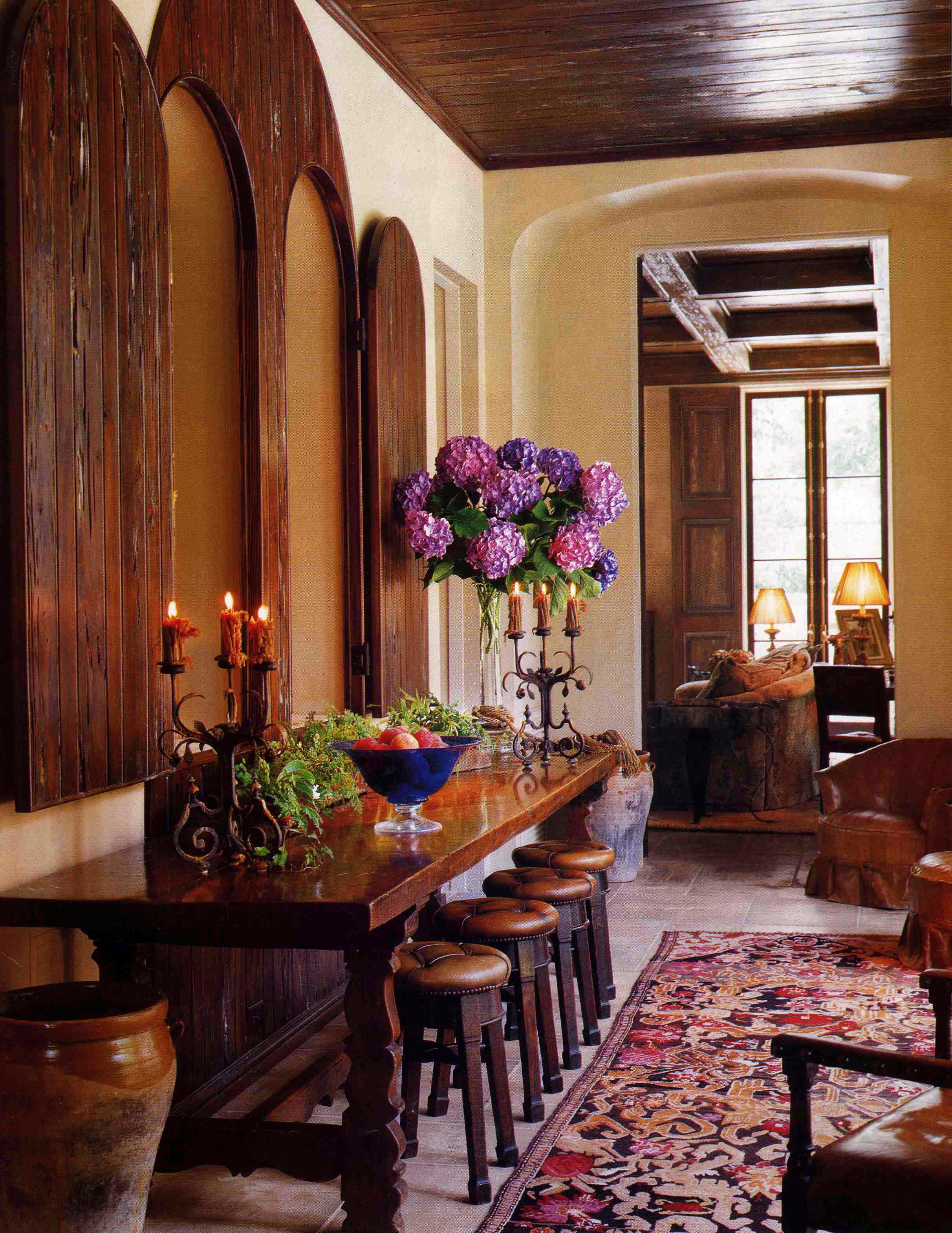 Мебель из массива в тосканском стиле