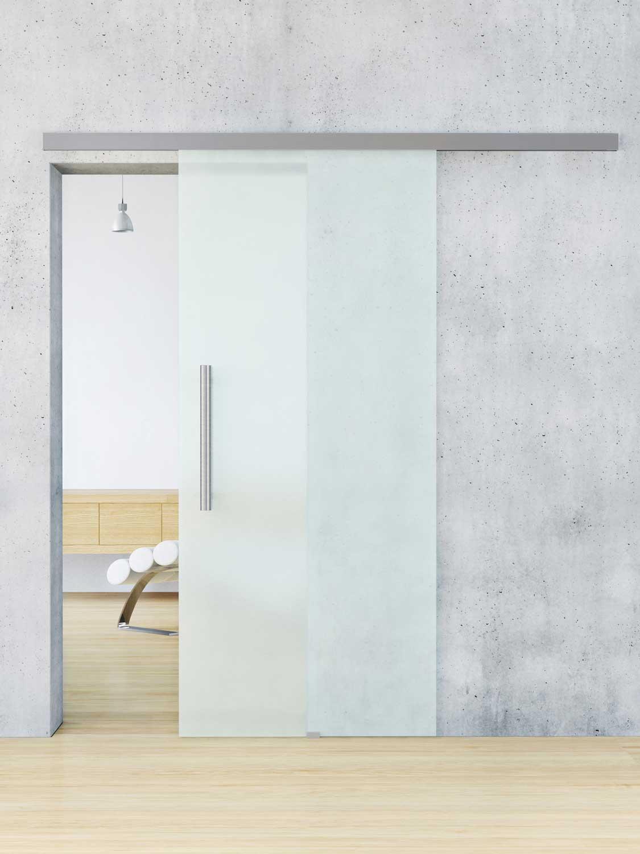 Белая дверь из матового стекла