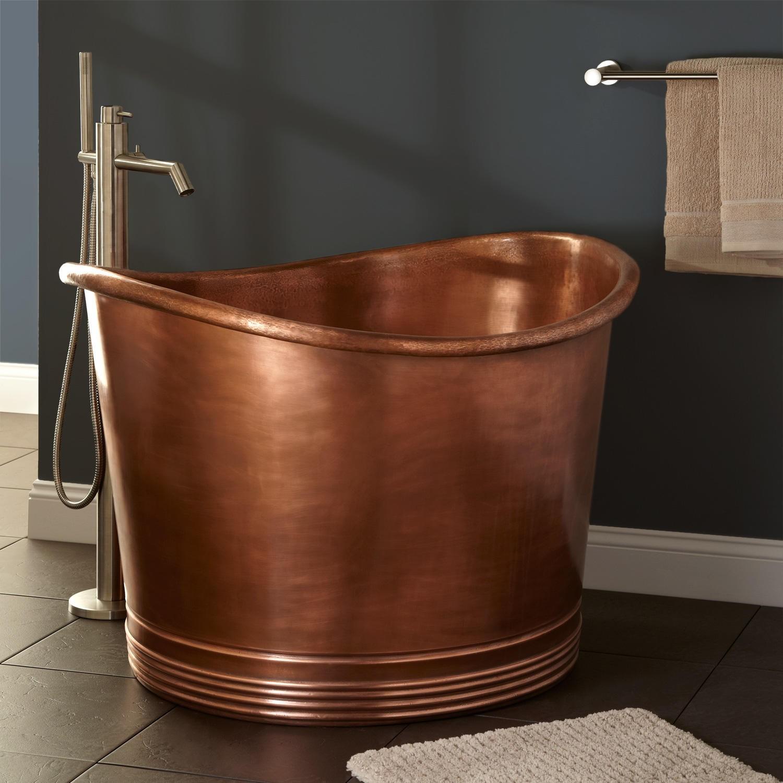 Круглая медная ванна