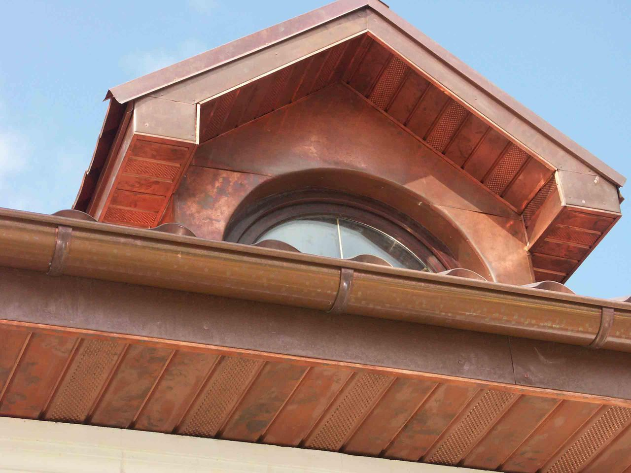 Медные софиты для крыши