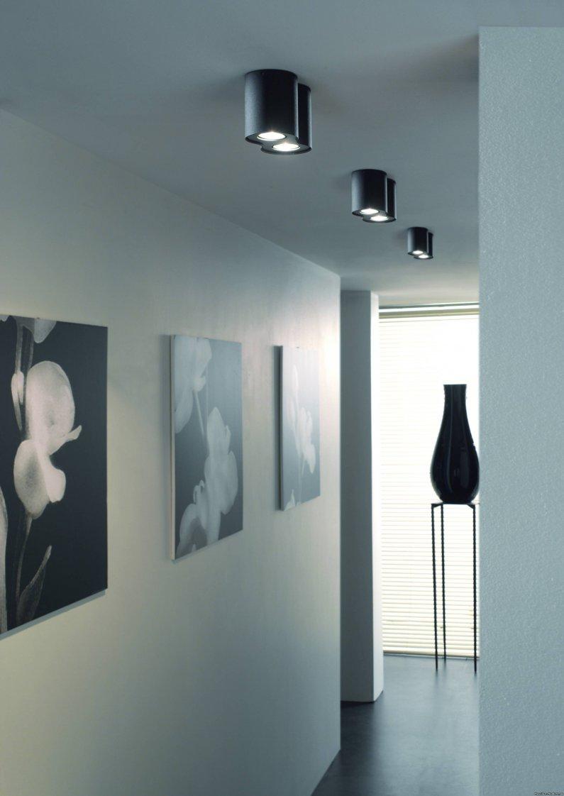 Картины в минималистичном стиле в прихожей