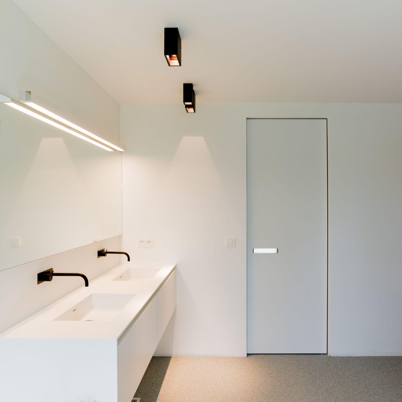 Дверь скрытого монтажа в минималистском стиле