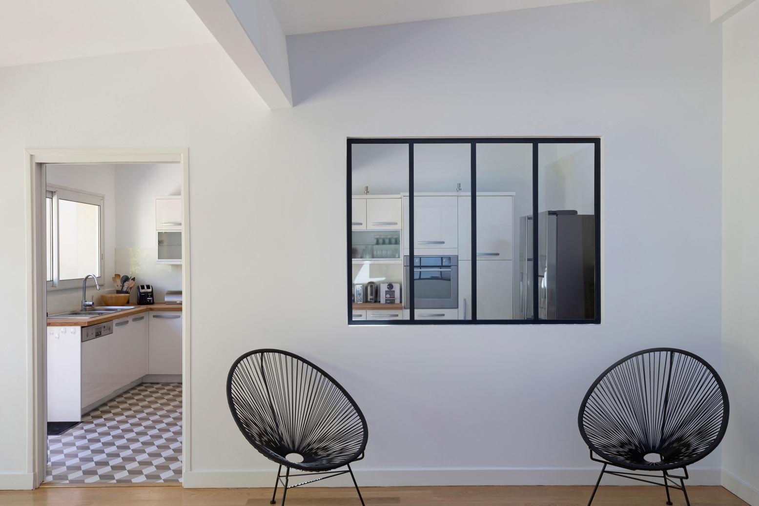 Перегородка между кухней и гостиной в стиле минимализм
