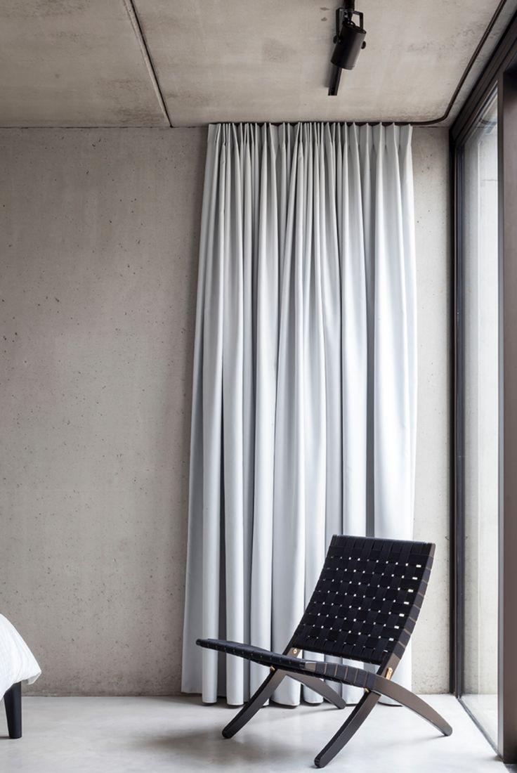Оформление стены тканью в минималистичном стиле