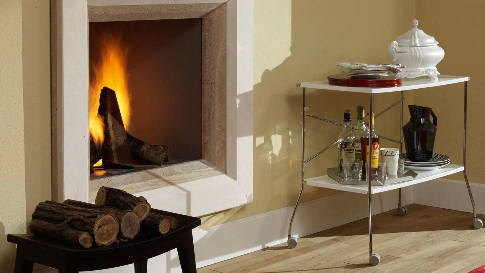 Сервировочный столик в минималистичном стиле