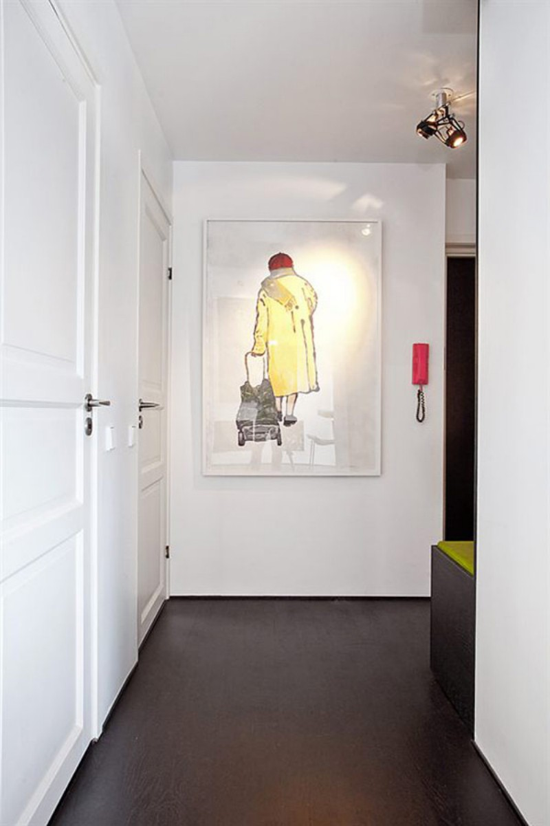 Картина в стиле модерн в прихожей