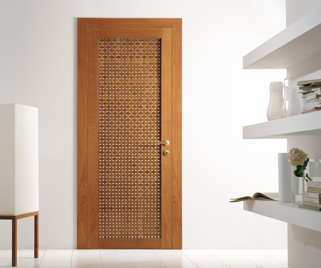 Распашная маятниковая дверь в стиле модерн