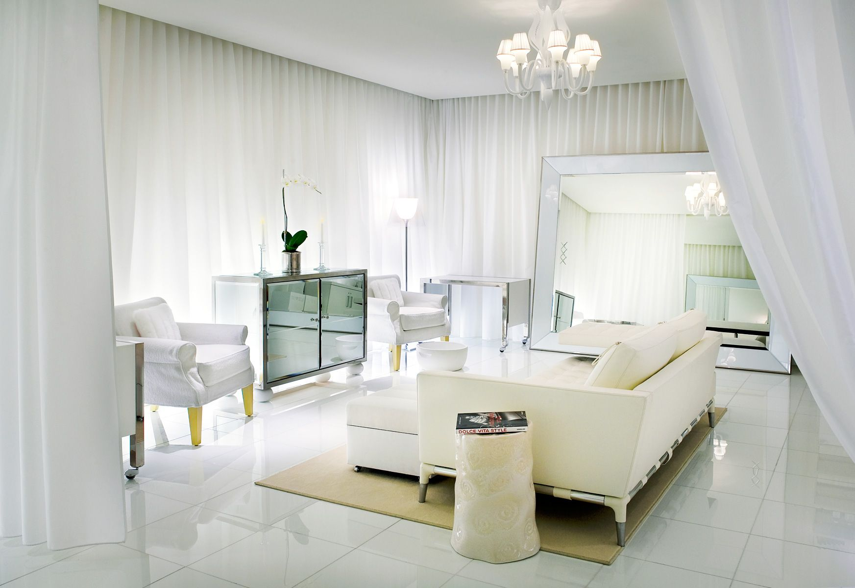 Белые шторы в стиле модерн