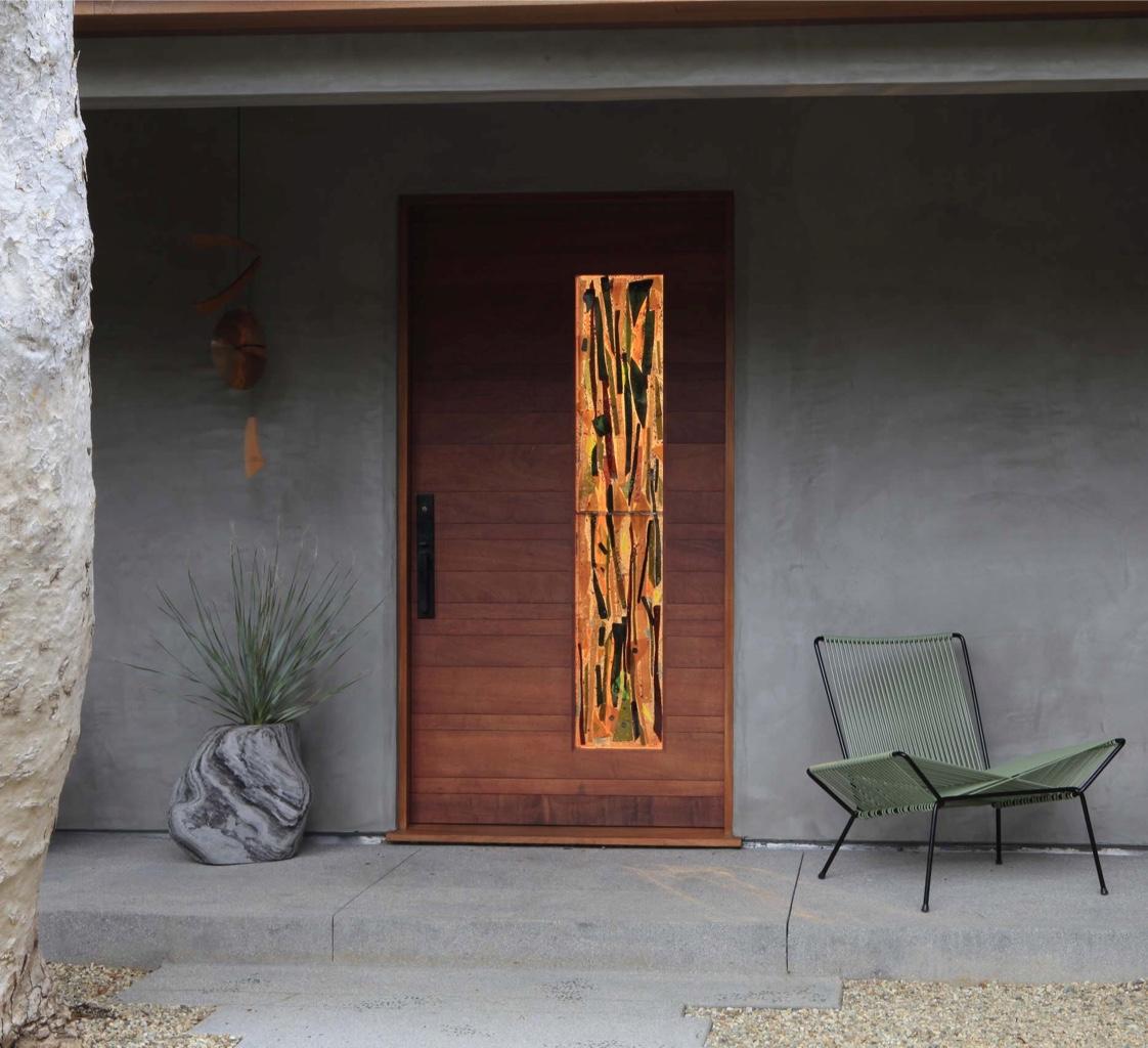Декор входной двери в стиле модерн