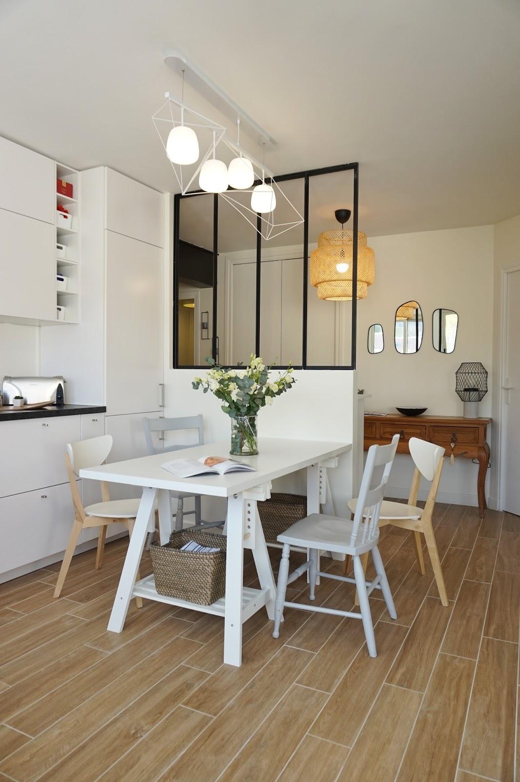 Перегородка между кухней и гостиной монохромная