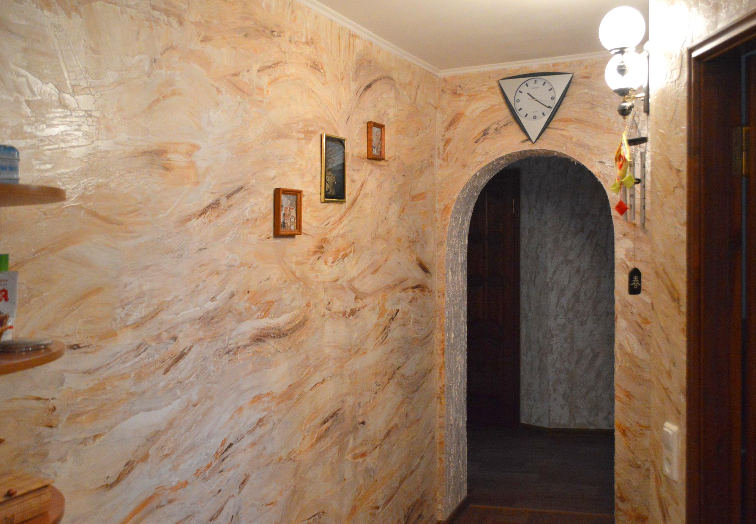Штукатурка под мрамор в коридоре