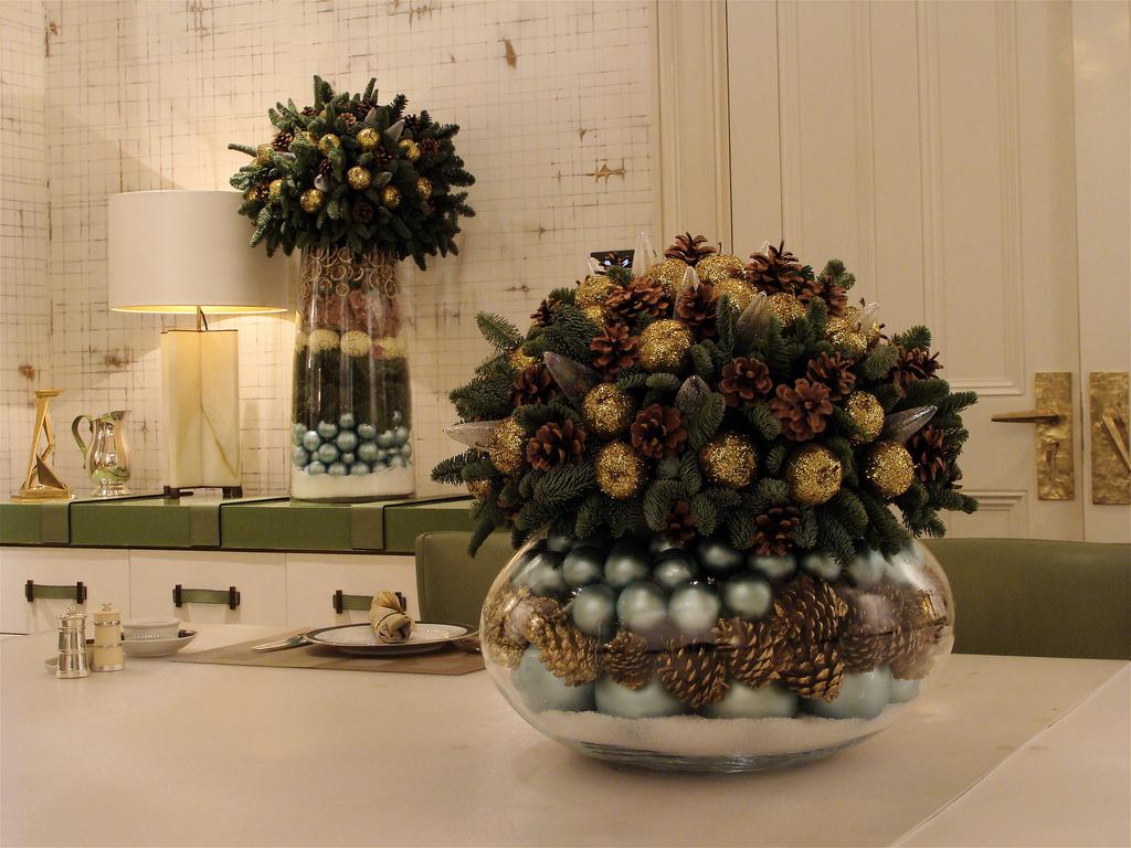 Декор на стол из шишек