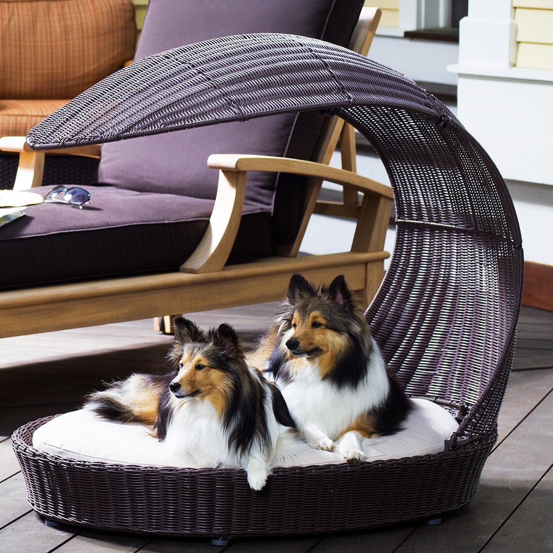 Лежанка для собаки с навесом