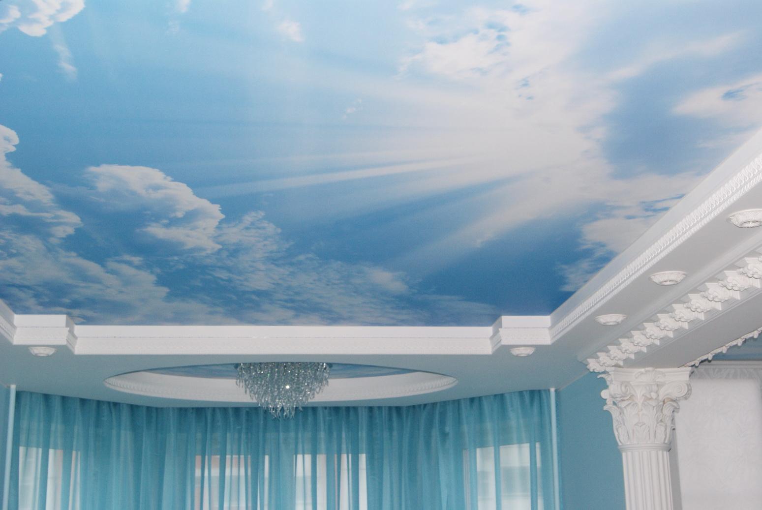 3d-потолок с изображением неба