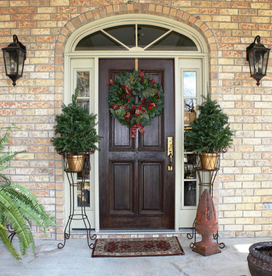 Новогодний декор входной двери