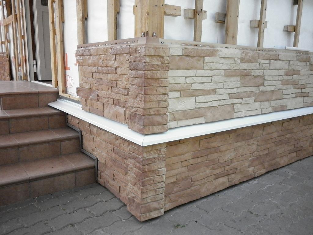 Облицовка дома фасадными панелями из камня