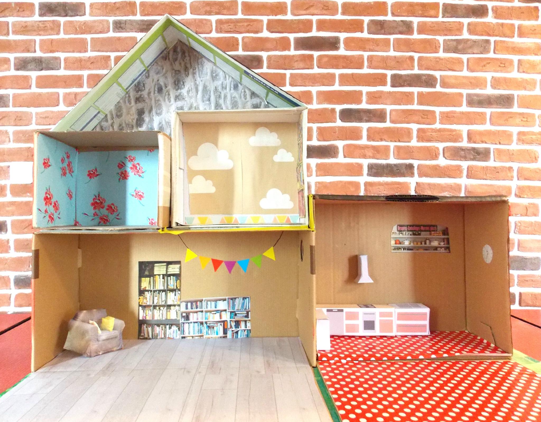 Кукольный домик из картона и обоев
