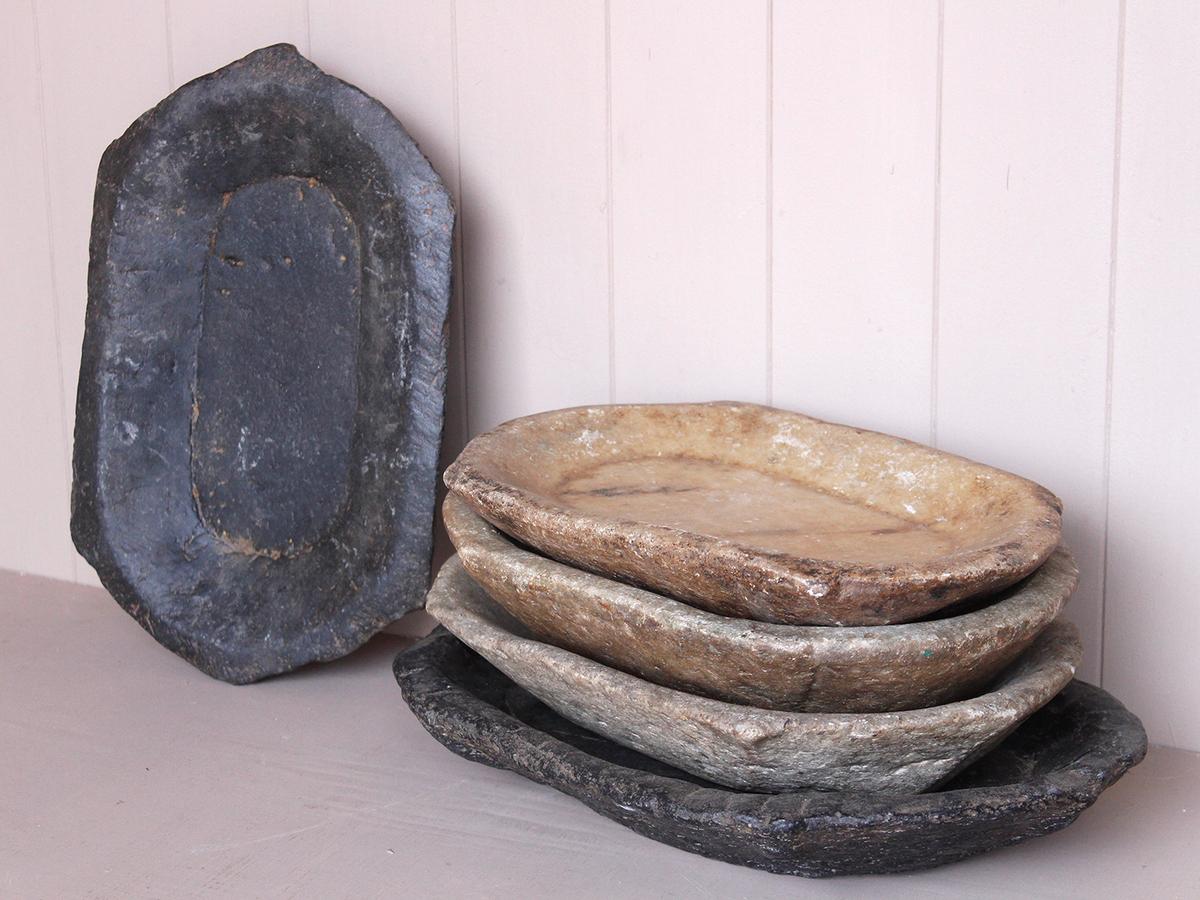 Каменная посуда в грубой обработке