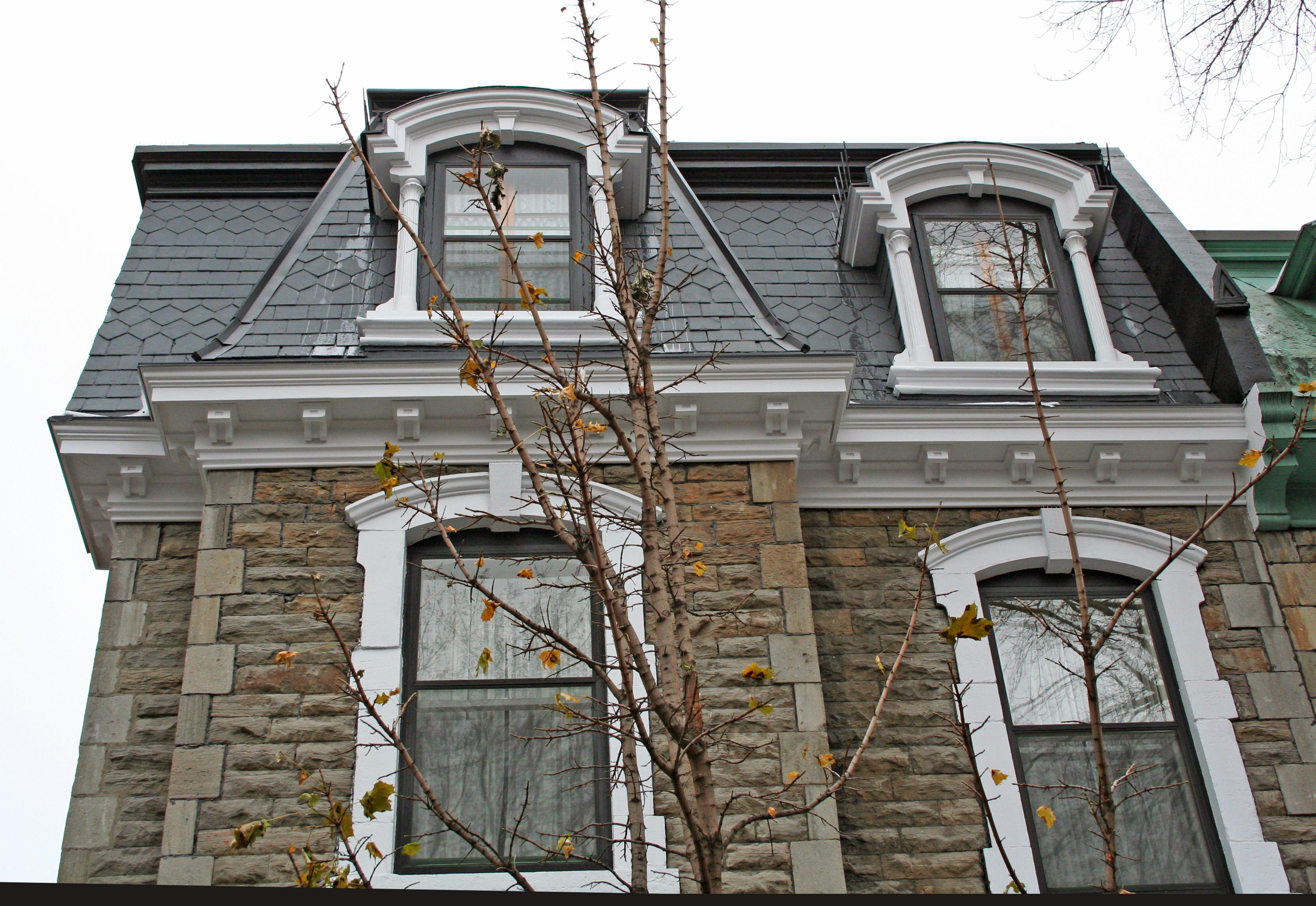 Крыша с мансардой и окнами