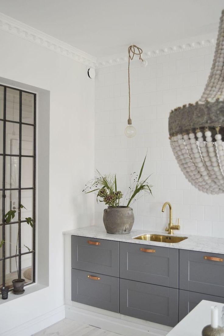 Перегородка между кухней и гостиной с окном