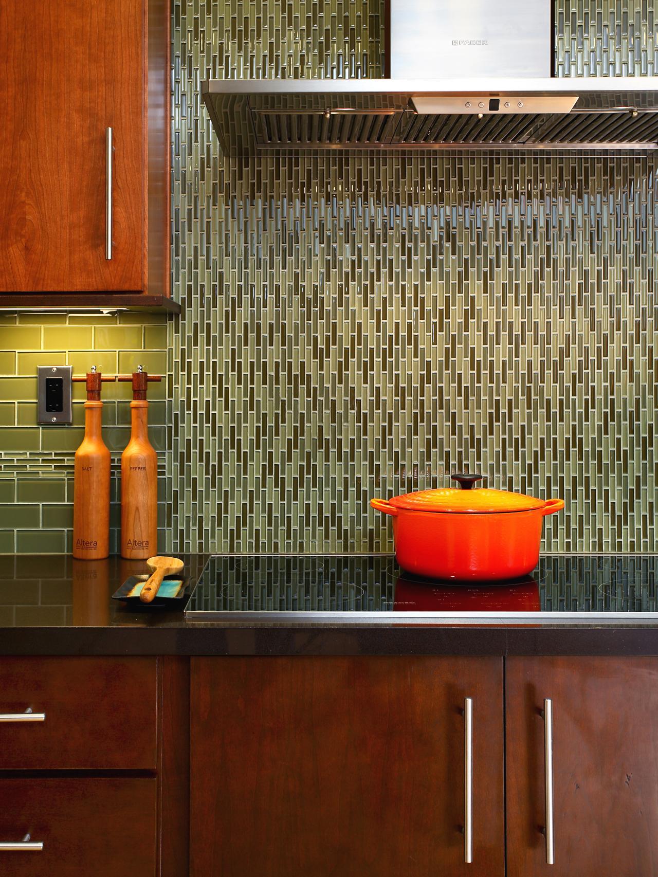 Мозаика оливкового цвета на кухне