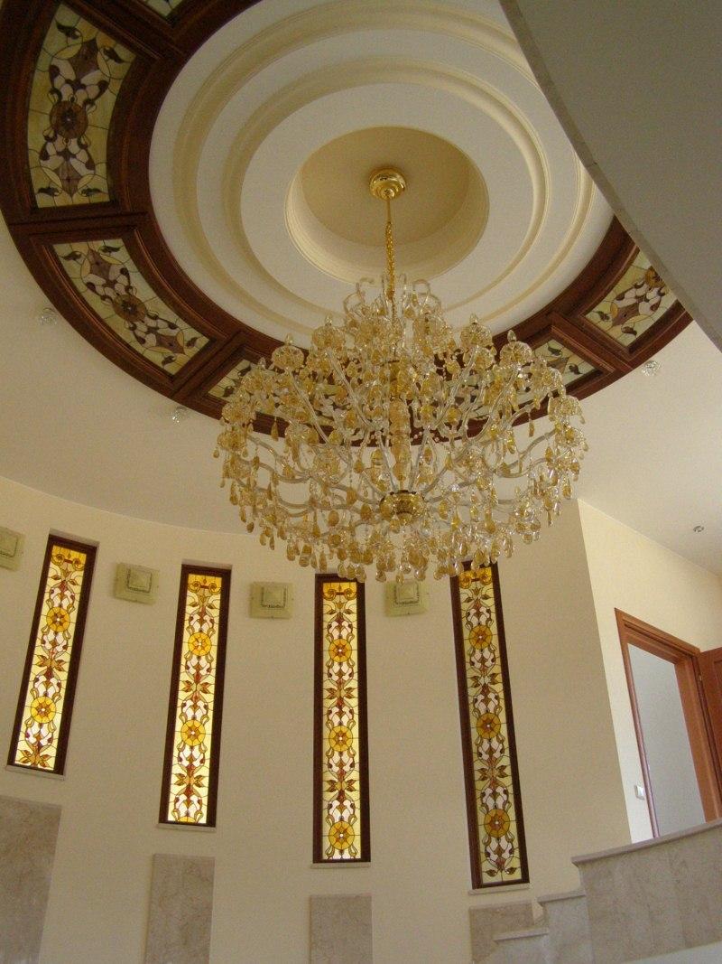 Витражный потолок в особняке