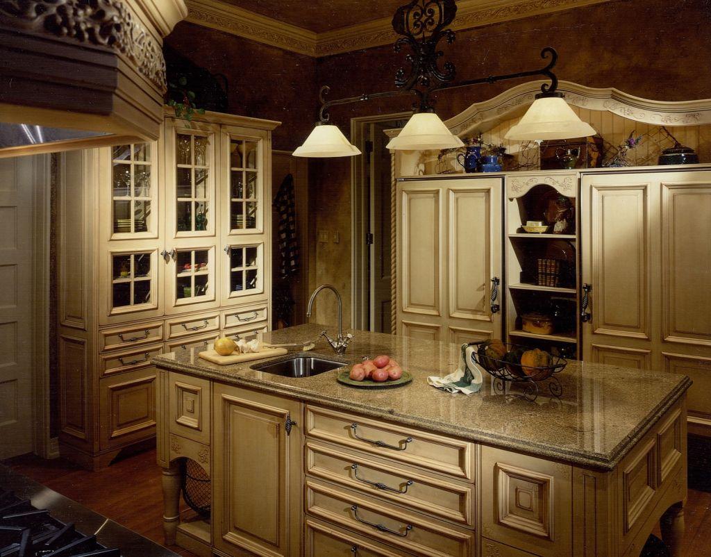Островная кухня в тосканском стиле