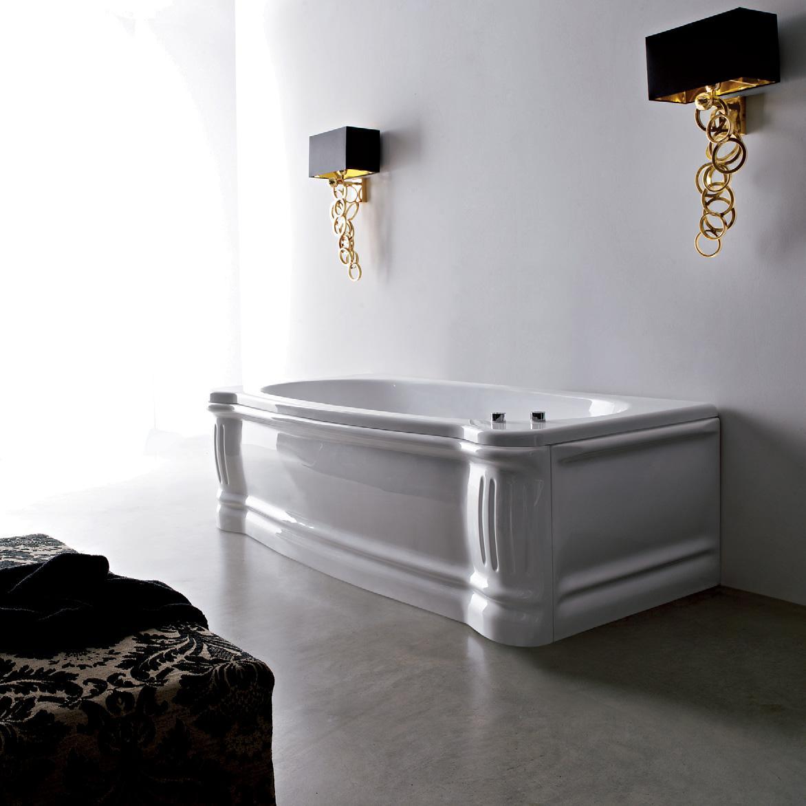 Чугунная ванна с декоративными панелями