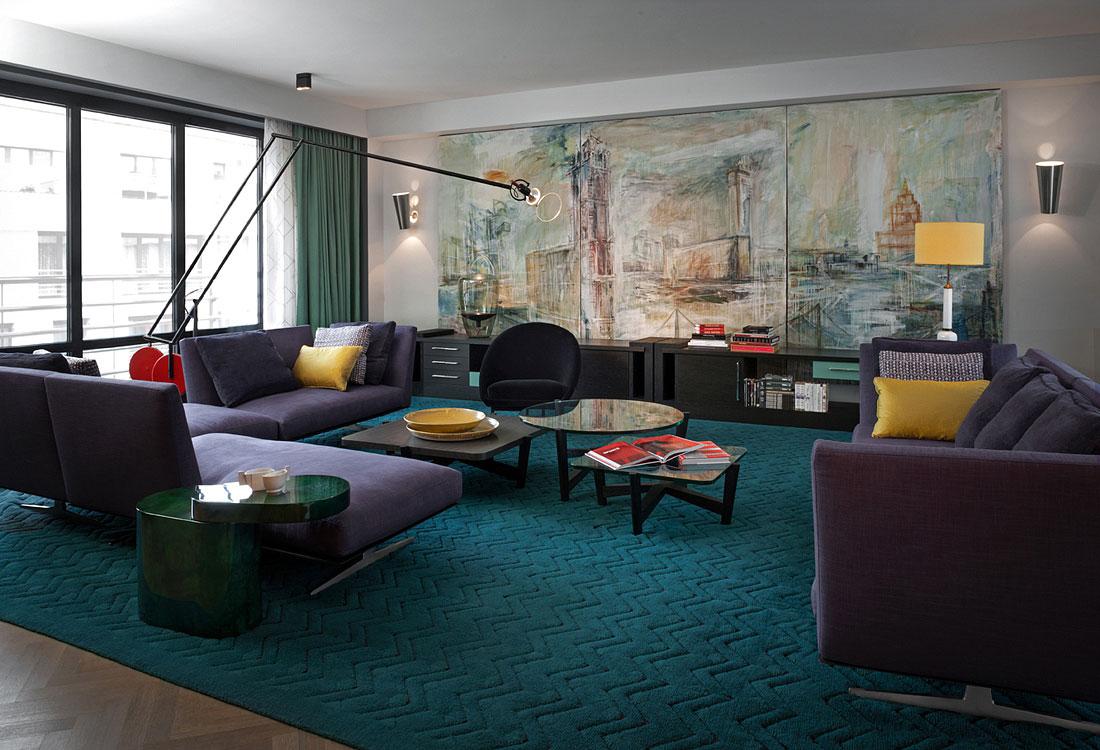 Панно в конструктивистском стиле в гостиной