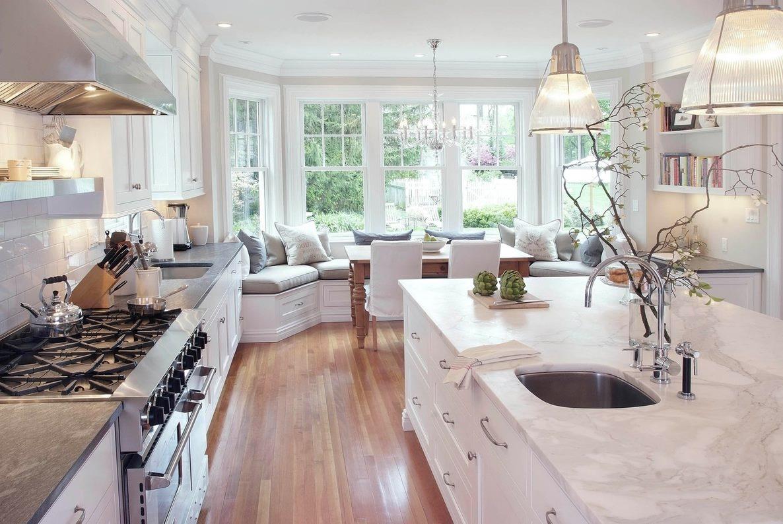 Панорамное эркерное окно в интерьере кухни