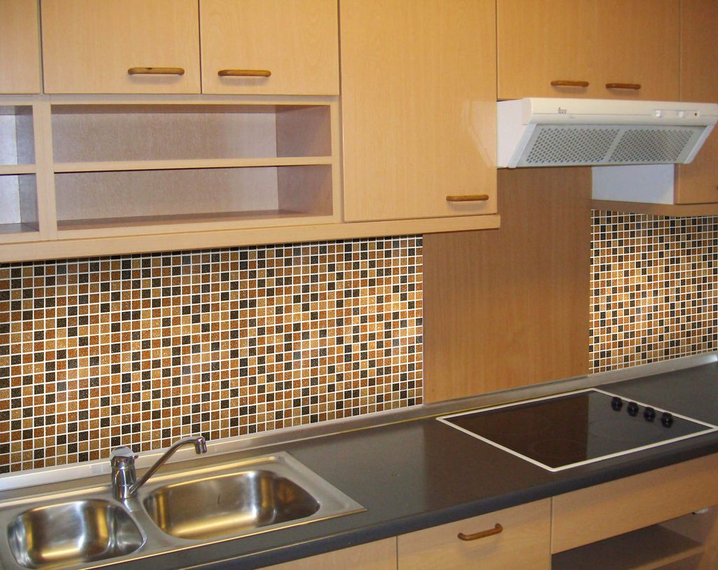 Мозаика с перламутром на кухне