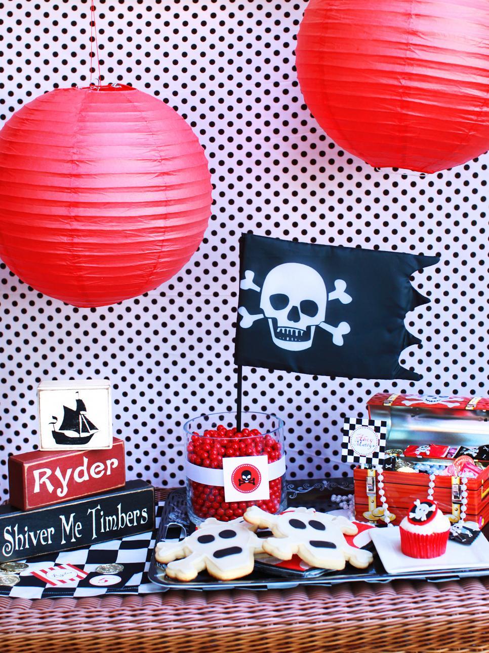 Украшение детского праздничного стола в пиратской тематике