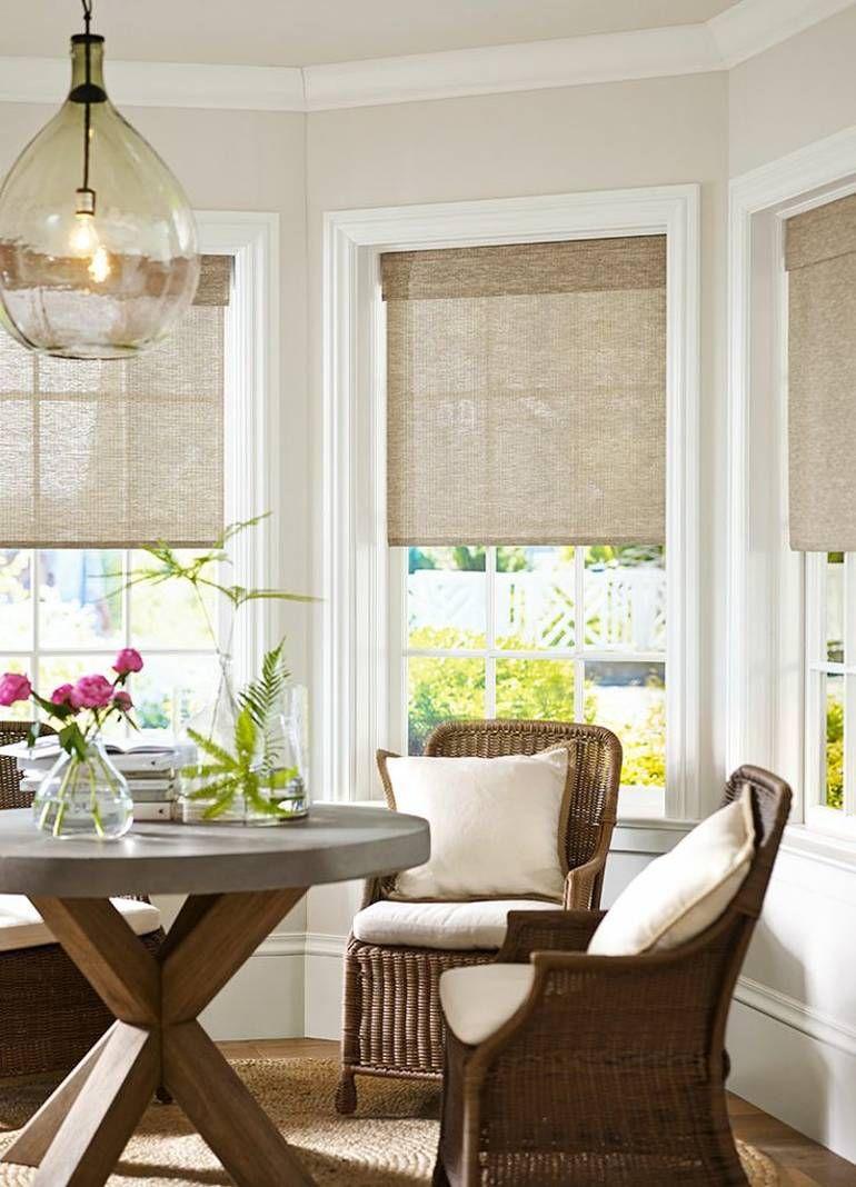 Плетеная мебель на кухне с эркером