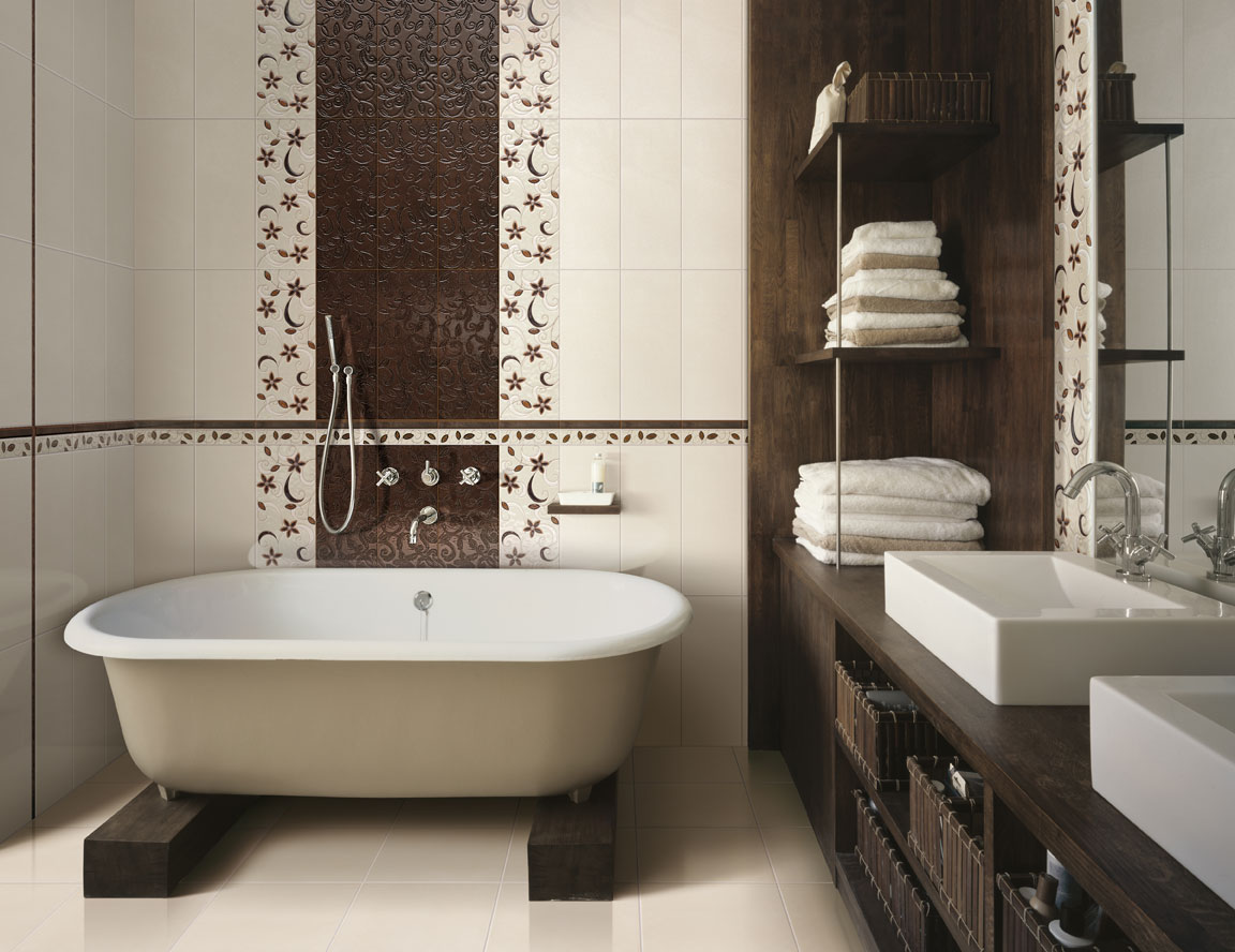 Чугунная ванна на деревянной подставке