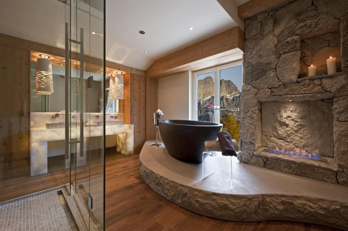 Столешница из мрамора с подсветкой в ванной комнате