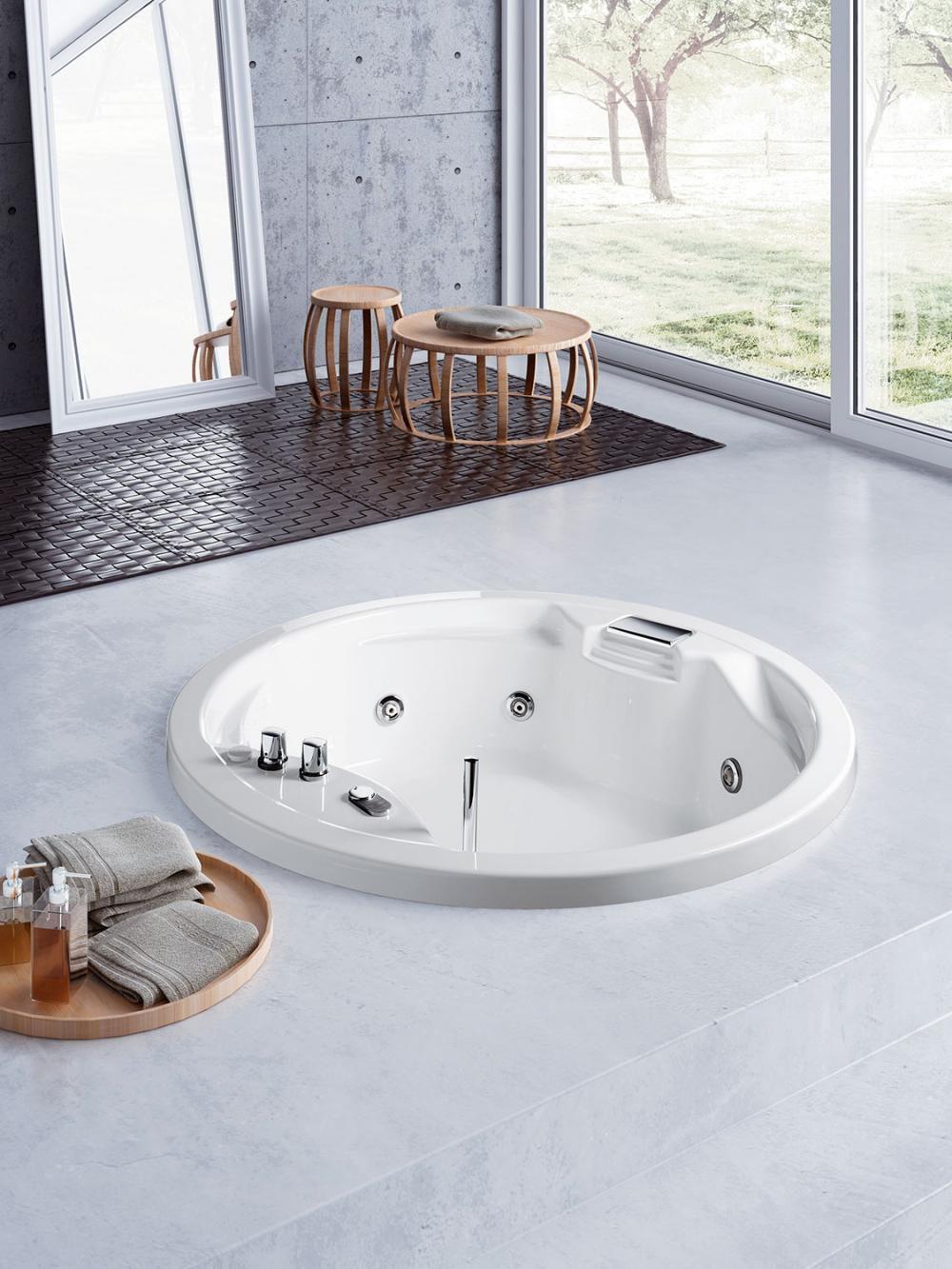 Круглая ванная в полу