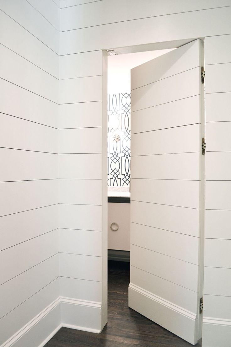 Полосатая дверь-невидимка