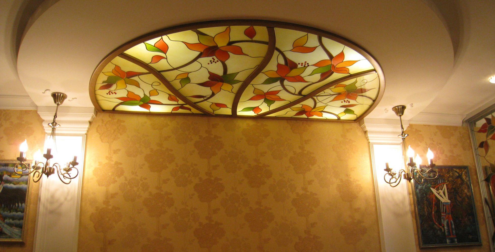 Полукруглый витражный потолок