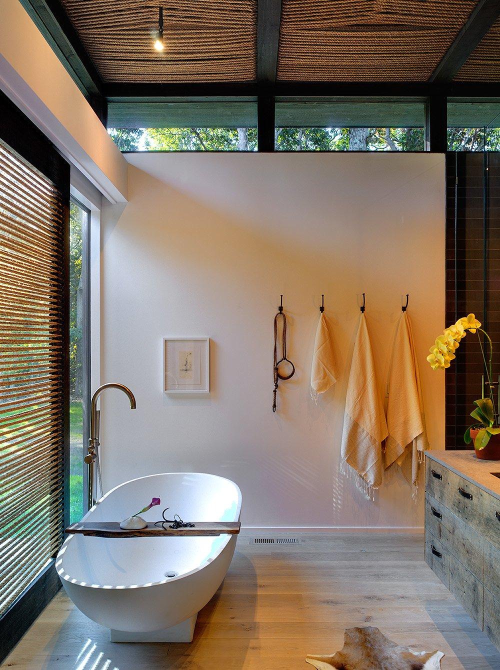 Декор потолка в ванной канатом