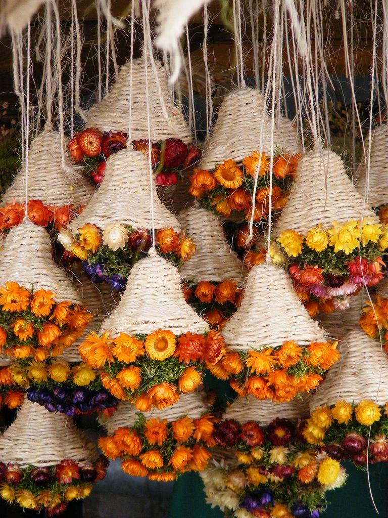 Декор потолка сухими цветами
