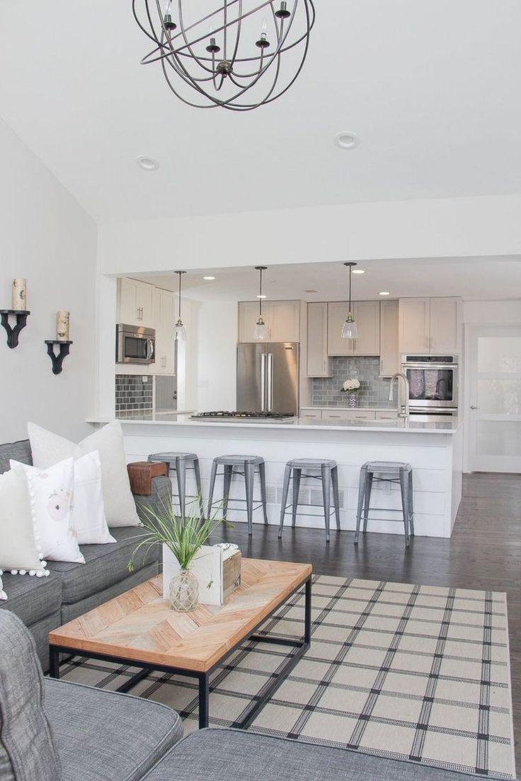 Перегородка на потолке между кухней и гостиной