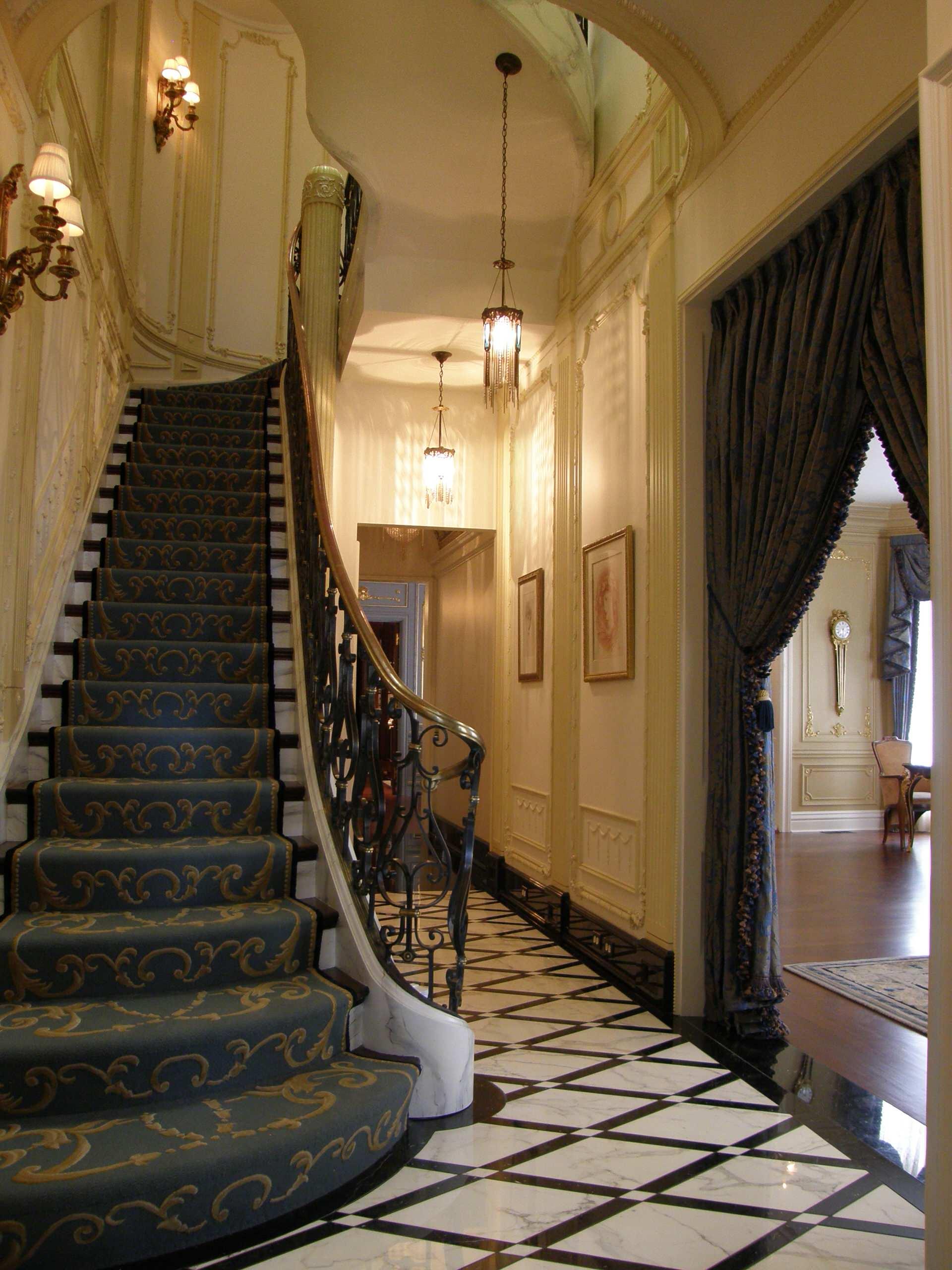Стеновые панели для коридора с позолотой