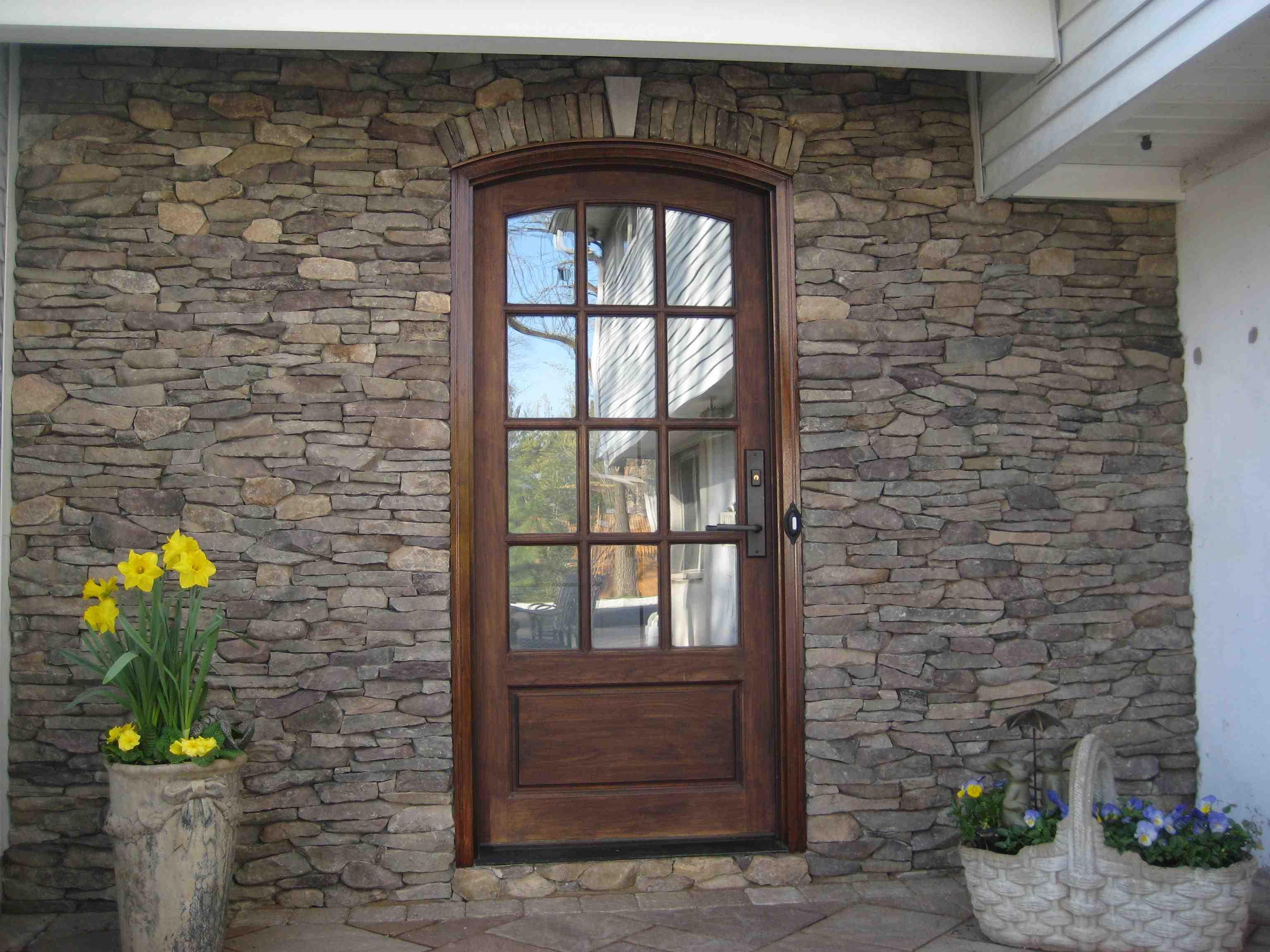 Фасадные панели из природного камня