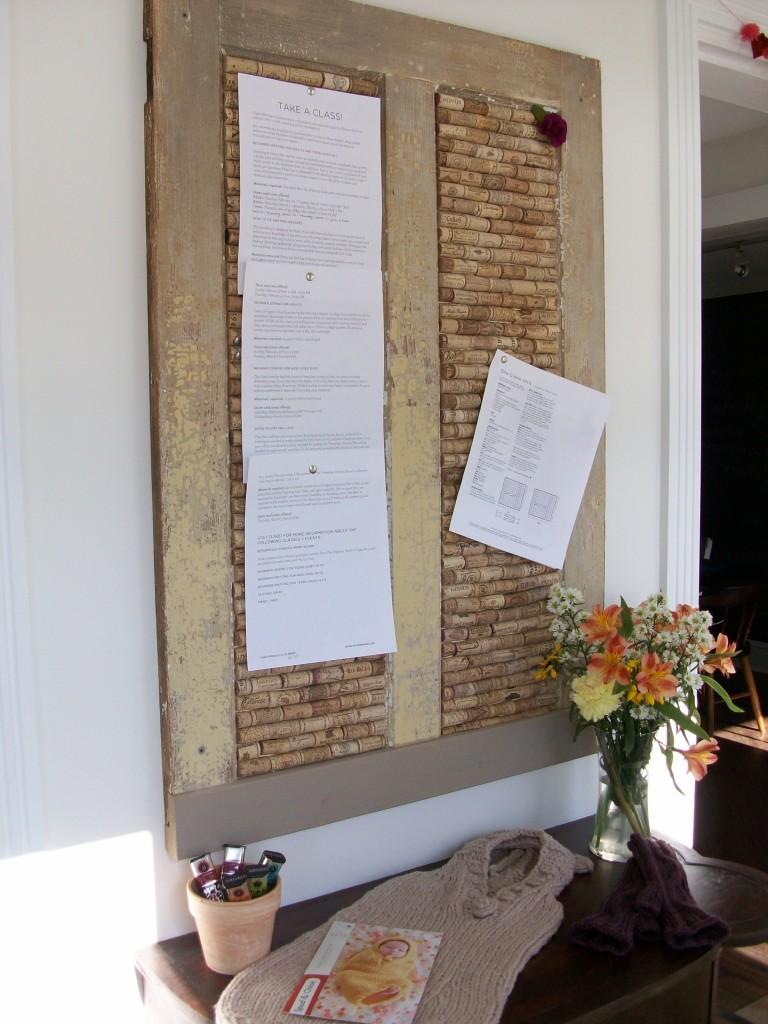 Доска для заметок из старых винных пробок
