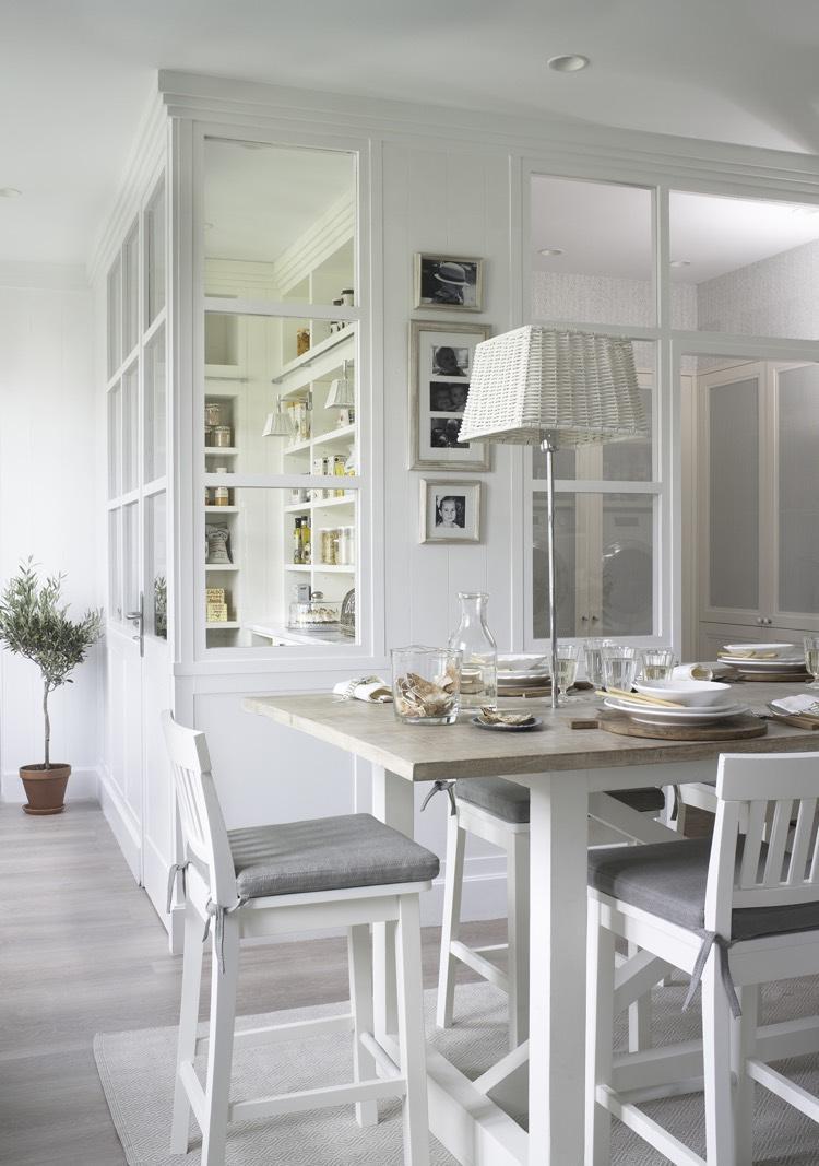 Перегородка между кухней и гостиной в стиле прованс