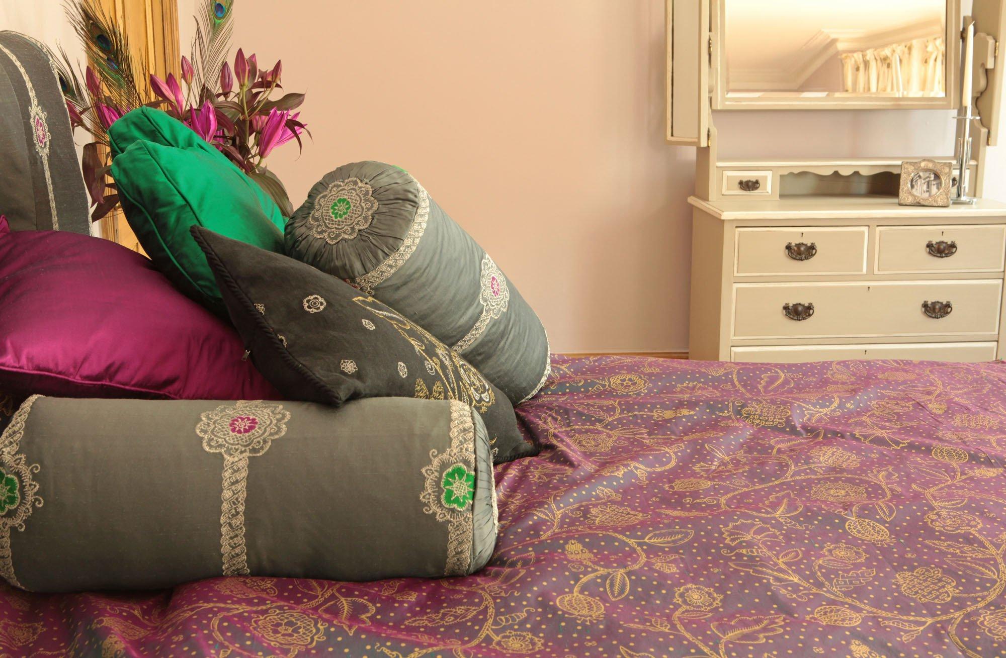 Подушка валик в стиле прованс