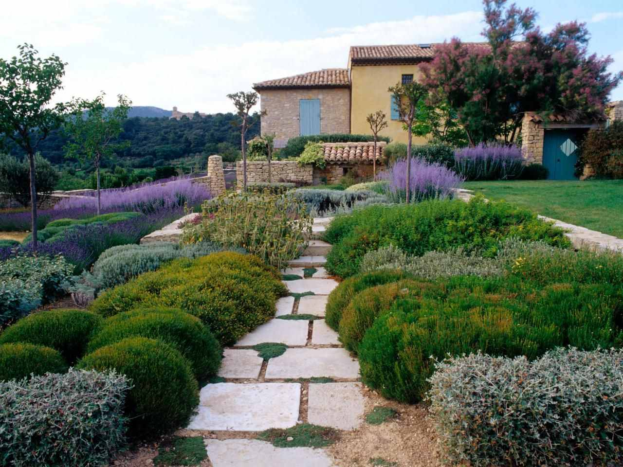 Дизайн двора в стиле прованс