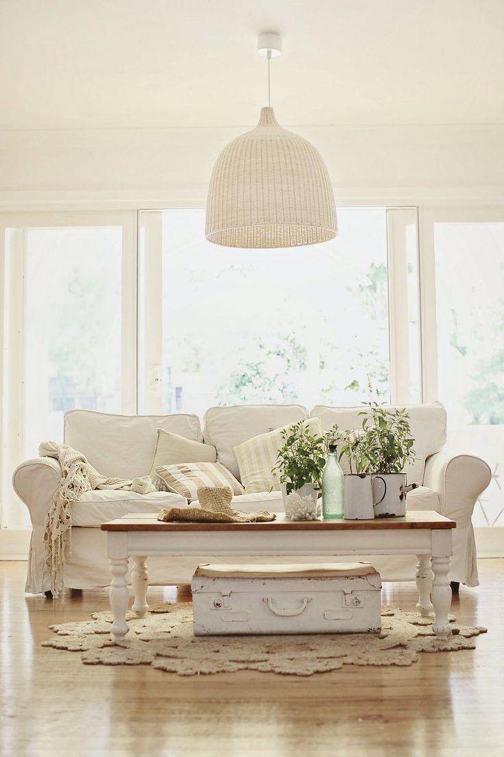 Белый диван в стиле прованс